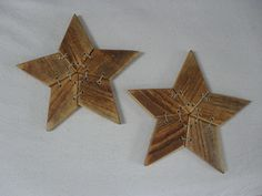Pallet stars - made from #upcycle #pallet - by Home Frosting: Pallet Stars - #repurpose #recycle #crafts #wood #Stars - LOVE this look, saw some at the craft market not long ago. - want to try this! tå√