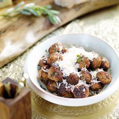 Giada De Laurentiis's Mini Chicken Meatballs are perfect for a large gathering. Chef Recipes, Dessert Recipes, Cooking Recipes, Dessert Food, What's Cooking, Chicken Meatball Recipes, Chicken Meatballs, Cooking, Bon Appetit