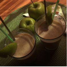 Copii tai nu se dau in vant dupa fructe? O solutie: shake-urile naturale! Chocolate Fondue, Shake, Desserts, Romania, Food, 3 Ingredients, Tailgate Desserts, Smoothie, Deserts
