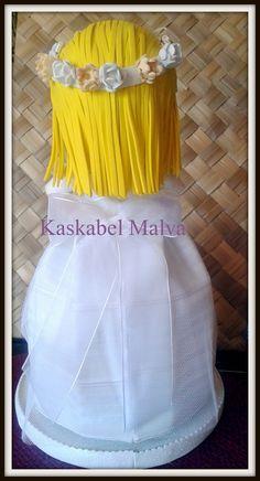 Detalle vestido de comunión y pelo por detrás por Kaskabel Malva.