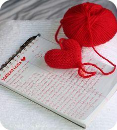 Corazoncitos amigurumi hearts pattern by Mia Zamora Johnson, just in time for Valentine's day!