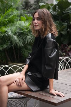 Alexa Chung in Asia, first stop : Hong Kong! #AlexaLongchamp
