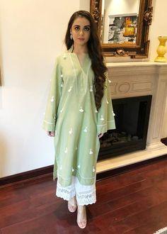 Simple Pakistani Dresses, Pakistani Fashion Casual, Pakistani Dress Design, Pakistani Outfits, Stylish Dress Designs, Stylish Dresses, Casual Dresses, Fashion Dresses, Casual Wear
