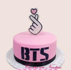 19th Birthday Cakes, Sweet 16 Birthday, Birthday Cake Girls, Birthday Parties, Cute Cakes, Pretty Cakes, Beautiful Cakes, Makeup Cupcakes, Bts Army Logo
