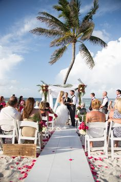 Want to keep your heels on at your beach #wedding? Bring your aisle to the #beach!