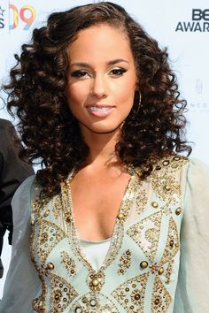 Keys's smooth face framing part adds a polished feel to her tight ringlets, perfect for the red carpet. - HarpersBAZAAR.com