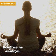 Muitos benefícios da meditação já estão na boca do povo. Geralmente associamos a meditação ao senso de calma, tranquilidade, leveza e paz interior.  Essas associações são corretas e a ciência tem procurado não só confirmar, como também encontrar mais benefícios promovidos pela prática. São efeitos positivos no bem-estar, no corpo e na saúde mental.  1. Diminui o estresse 2. Meditação ajuda em atividades multitarefa em ambiente estressante 3. Melhora a função imunológica 4. Reduz a probabilidade  Paz Interior, 1, Movie Posters, Movies, Mental Health, Stress, Folk, Activities, Environment