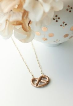 DIY: golden pretzel necklace