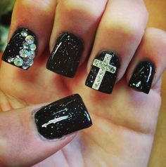 Cool Black Nail Designs http://www.designsnext.com/?p=31823