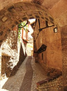Medieval village of Albarracin, Teruel - Spain All About Spain, Spain Images, Spain Holidays, Secret Places, Spain Travel, Travel Posters, Dream Vacations, Places To Go, Travel Photography