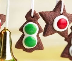 Christmas Biscuits: Add the festive touch to these biscuits by decorating them with Smarties. A bright Christmas tree decoration.