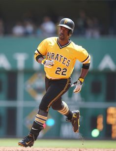 The 2016 season has been a struggle for Andrew McCutchen. However, in recent weeks he has been showing signs of life. Pirates Baseball, Baseball Art, Roberto Clemente, Pittsburgh Pirates, National League, Pose Reference, Poses, City, Figure Poses