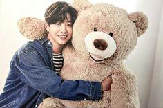I WANT TO BE THAT TEDDY BEAR SO FREAKIN' BAD!!!