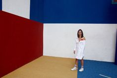 IN COLOR WE TRUST  Model - Irina Stylisme/Photo - Camille Olivieri  Robe Jacquemus / Baskets Nike Air Force 1 / Chaussettes Asos