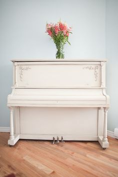 Throw Back Thursday!  Gorgeous van Gogh painted piano by Mango Reclaimed! Check out the 'how to'.