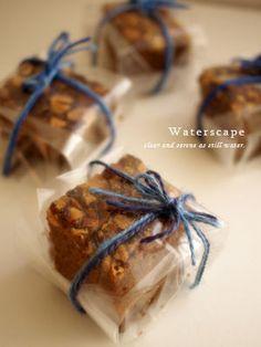 チョコレートブラウニーのラッピング Bake Sale Packaging, Brownie Packaging, Baking Packaging, Dessert Packaging, Gift Packaging, Truffle Boxes, Cadeau Surprise, Chocolate Pack, Homemade Sweets