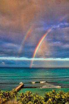 Travel Photography Discover So adorable. double rainbow - Waikiki We were greeted by a double rainbow when the plane landed in Waikiki. Rainbow Sky, Rainbow Butterfly, Love Rainbow, Over The Rainbow, Rainbow Colors, Mother Earth, Mother Nature, Beautiful World, Beautiful Places