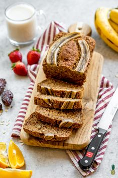 A healthy and guilt-free banana bread that is sweetened with dates, vegan, free of gluten, refined sugar, and oil but definitely not lacking in flavor or decadence! This is definitely a must-try recipe! Vegan Recipes Videos, Vegan Dessert Recipes, Vegan Breakfast Recipes, Vegan Recipes Easy, Nutella, Keto, Paleo, Dessert Tofu, Low Carb Food