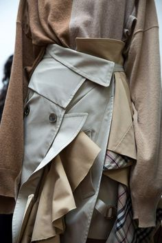 Milan fashion weeks 530017449887674361 - Erika Cavallini womenswear milan mfw dazed Source by COCOBAUDE Fashion Art, Runway Fashion, High Fashion, Fashion Show, Womens Fashion, Fashion Design, Milan Fashion, Aw17 Fashion, Fashion Stores