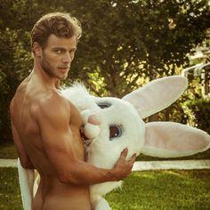 El mejor regalo de pascua: ¿quién está detrás del conejito?