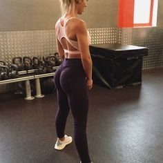 Dumbbell only booty glutey circuit 🍑🍑🍑 A few fab little exercises to target the glutes, i'd usually follow these movements from compound…