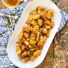 Spanish Vinegar & Garlic Potatoes | Patatas al Ajo Cabañil Recipe Potato Rice, Potato Dishes, Garlic Sauce, Fried Potatoes, Couscous, Serving Dishes, Vegan Gluten Free, Vinegar, Garlic