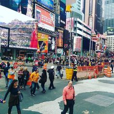 Observing the masses at #TimesSquare in #NewYork