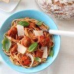 Spagetti med spicy kjøttboller og tomatsaus