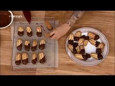 Petit four greek recipe Greek Sweets, Greek Desserts, No Cook Desserts, Greek Recipes, Greek Cake, Cookie Recipes, Dessert Recipes, Cookie Videos, Whats For Lunch