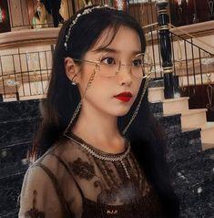 Korean Girl, Asian Girl, Smokey Eye Makeup Tutorial, Iu Fashion, Korean Artist, Korean Actresses, Queen, K Idols, Girl Crushes
