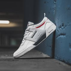Reebok The cleanest mugshot. Sneakers Mode, Casual Sneakers, Sneakers Fashion, Casual Shoes, Shoes Sneakers, Sneaker Outfits, Reebok Outfit, Sneaker Trend, Mens Loafers Shoes