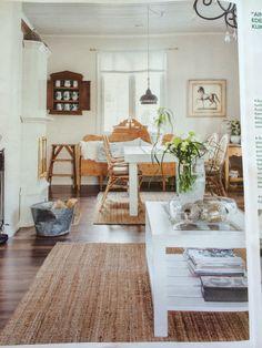 Old & new, puupöytä OnniPuusta, sohva Ajantarinasta