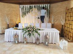 Wedding Table, Wedding Reception, Rustic Wedding, Wedding Stage Decorations, Table Decorations, Amazing Weddings, Sweetheart Table, Wedding Inspiration, Wedding Ideas