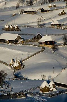Fundatura Ponorului, Munţii Şureanu , Jud. Hunedoara Şureanu Mountains, Hunedoara County, Romania Photo: Catalin Pomeanu(635×960)
