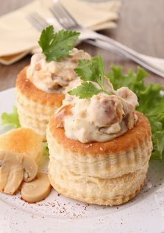 Chicken breast vol-au-vent: Chicken breast vol-au-vent recipe – Marmiton Check out the website to see more by ValentineRyng Vol Au Vent, French Appetizers, Belgian Food, Snack Recipes, Cooking Recipes, British Baking, Recipe Details, Mini Foods, Appetisers