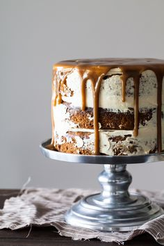 STICKY TOFFEE PUDDING CAKE with CARAMELIZED WHITE CHOCOLATE BUTTERCREAM [stylesweetca]