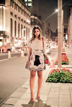 Thassia Naves / Saia e blusa – Martha Medeiros | sandália – Luiza Barcelos | Bolsa – Chanel