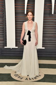 Emilia Clarke - Os melhores looks da festa pós-Oscar da Vanity Fair - Vogue | Red carpet
