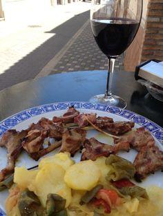 No pudieron resistirse a probar nuestras costillas a la brasa con patata y verdura asada, como no con una rivera del duro. http://www.lagambadeoro.es/tienda-online.php