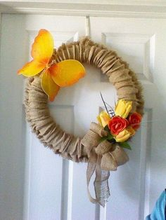 Need a cheap, quick and versatile wreath? This one's for you all you'll basically need is a pool noodle, glue gun, burlap and a needle and thread to make a few easy stitches. diy | burlap wreath | wreath | four seasons | all year long | wreath | burlap seasonal wreath | diy decor | diy home decor | budget decor