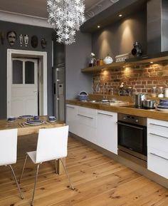 Белая кухня с деревянной столешницей: 70+ фото уютных интерьеров