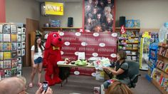 #Meatheads story time at Anderson's Bookshop #Naperville with #Clifford!
