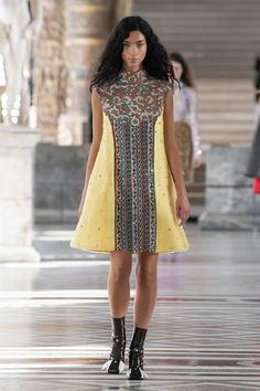 Louis Vuitton | Ready-to-Wear Autumn 2021 | Look 24 Live Fashion, Fashion Week, Runway Fashion, Fashion Show, Fashion Trends, Nicolas Ghesquiere, Louis Vuitton, Tent Dress, Walk This Way