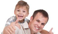 FEDRE VISER MER KJÆRLIGHET! En spørreundersøkelse viser at fedre i Norge tør å vise sine myke sider i kontakt med barnet. (http://farogbarn.no/?p=2947)