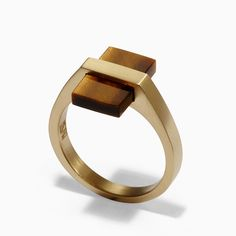 Inlay brass ring with tiger's eye gemstone. * Sizes: US 9 * Gemstone: x / x * Fit: True to size * Laser logo engraving * Base metal is brass * AAA standard gemstone * Handcrafted * Modern Jewelry, Silver Jewelry, Unique Jewelry, Contemporary Jewellery Designers, Plain Gold Bangles, Jewelry Accessories, Jewelry Design, E 38, Messing