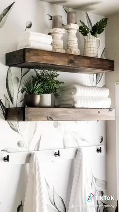 I did simple things to update this bathroom that anyone can do! Living Pequeños, Living Room Decor, Bedroom Decor, Mobile Home Renovations, Home Board, Simple Things, Beautiful Bathrooms, Bathroom Interior Design, Master Bathroom