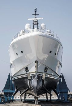 After Quantum of Solace and Diamonds Are Forever, Spectre is the third yacht launched by Benetti for talented New York businessman John… Benetti Yachts, James Bond Theme, Super Yachts, Boat Building, Product Launch, Cool Stuff, Third, Mac, Diamonds