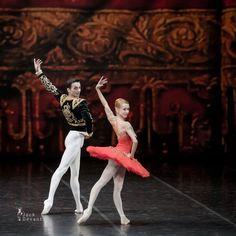 Iana Salenko and Alexander Stoyanov in Don Quixote Grand Pas Ballet Tutu, Ballet Dancers, Ballerinas, Peter Wright, George Balanchine, Ballet School, Dance Tights, Ballet Photos, Don Quixote