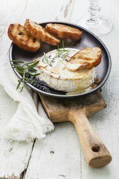 Camembert uit de oven met kruiden ( met cranberrysaus of vijgenchutney)