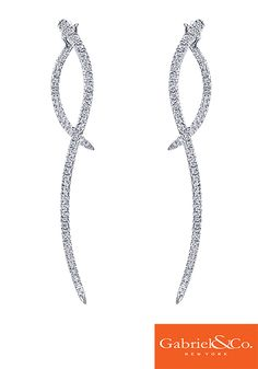 These stunning 14k White Gold Diamond Drop Earrings by Gabriel & Co. could be the perfect earrings you are just looking for to complete your bridal style! Spice up your elegant white dress with these gorgeous earrings. These simple but strikingly beautiful earrings are the perfect pair for a lovely fall wedding.